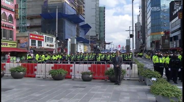 성 소수자 축제·맞불 집회 열려